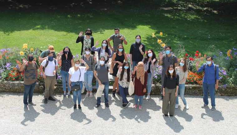 outdoor group photo, students with nose-mouth protection