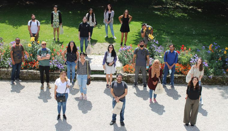 outdoor group photo, students with distance
