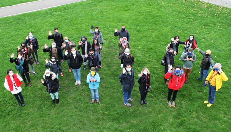 photo group of students with professor on a meadow